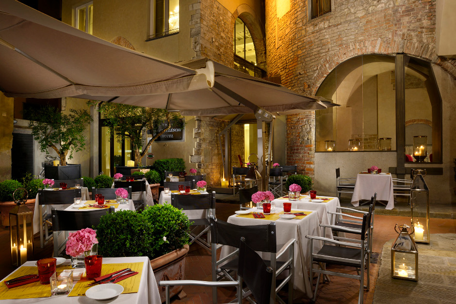 Outdoor dinners in Florence