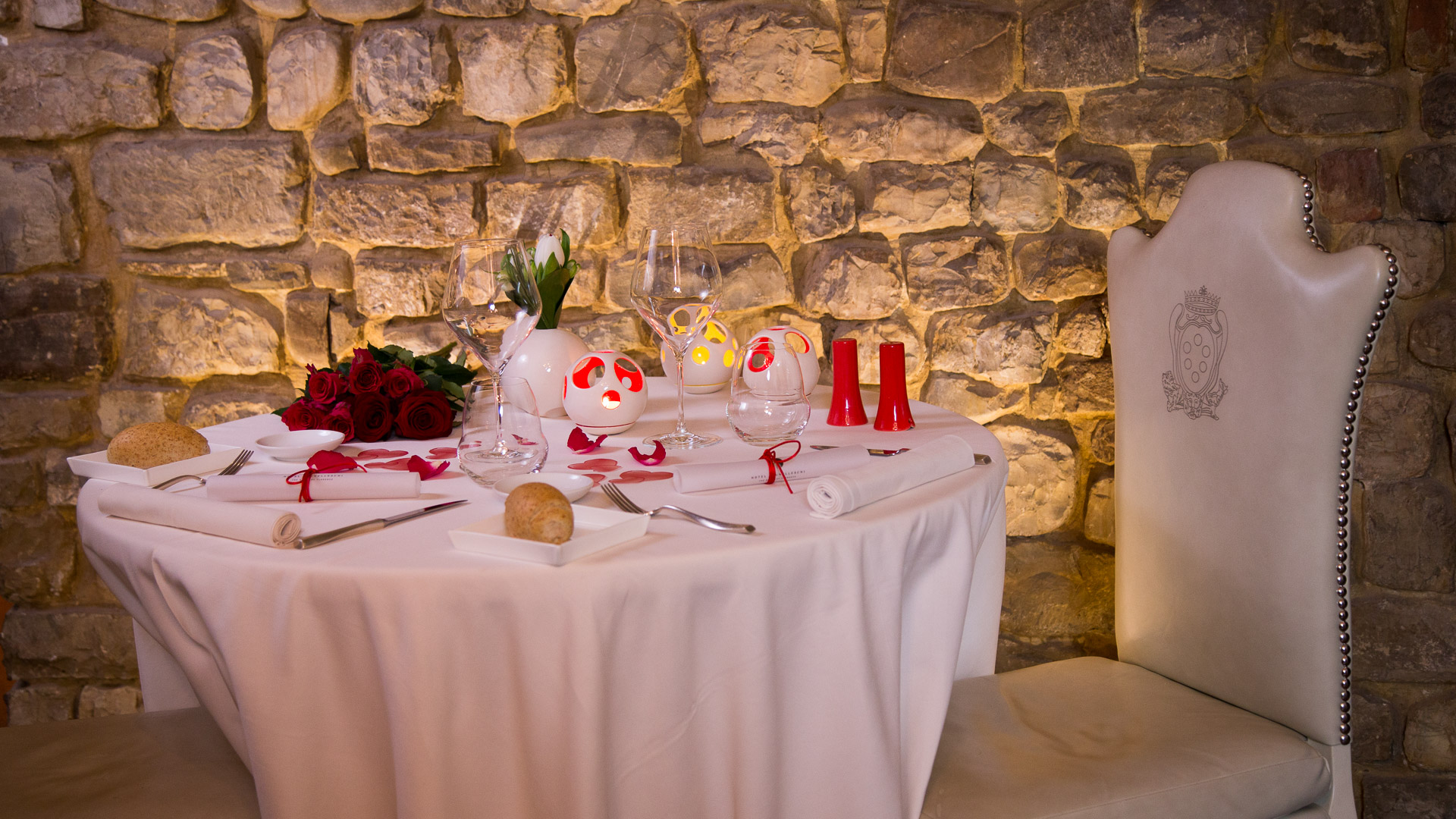 enjoy a romantic valentines day dinner in florence on wednesday february 14th 2018 discover the magic candlelight atmosphere of the hotel brunelleschis